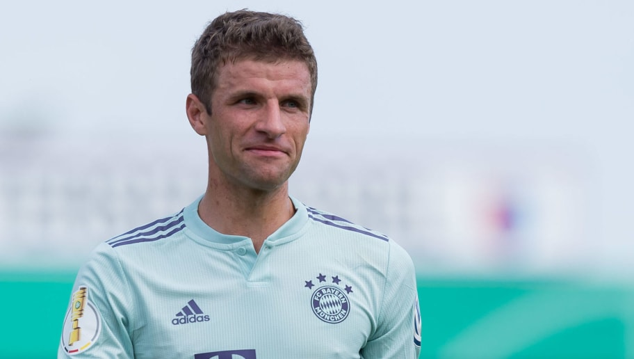 DROCHTERSEN, GERMANY - AUGUST 18: Thomas Mueller of Bayern Muenchen looks on during the DFB Cup first round match between SV Drochtersen-Assel and Bayern Muenchen at Kehdinger Stadion on August 18, 2018 in Drochtersen, Germany. (Photo by TF-Images/Getty Images)