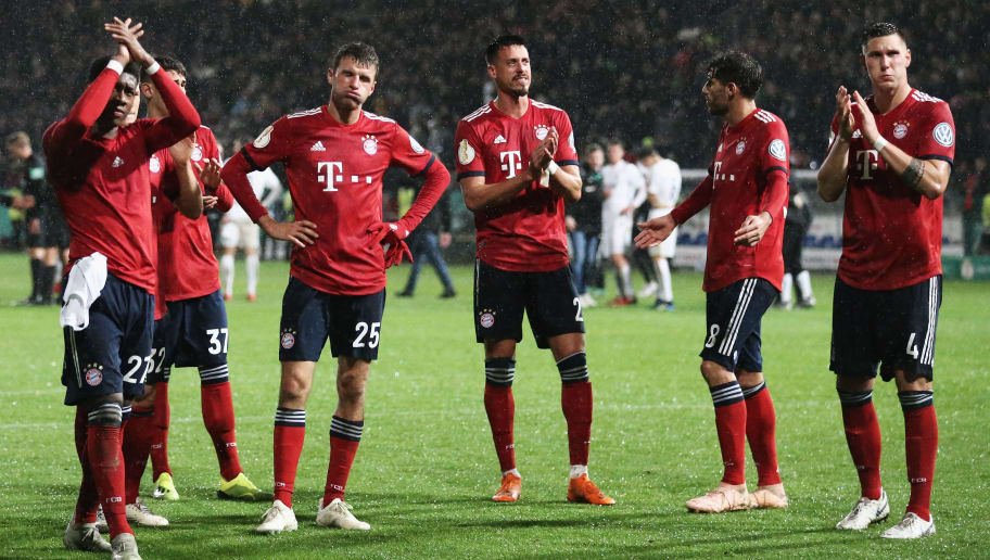 ROEDINGHAUSEN, GERMANY - OCTOBER 30:  Players, David Alaba, Meritan Shabani, Thomas Mueller, Sandro Wagner, Javi Martinez and Niklas Suele of Bayern Muenchen clebrtae vicotry after the DFB Cup match between SV Rodinghausen and FC Bayern Munich at Hacker-Wiehenstadion on October 30, 2018 in Roedinghausen, Germany.  (Photo by Christof Koepsel/Bongarts/Getty Images)