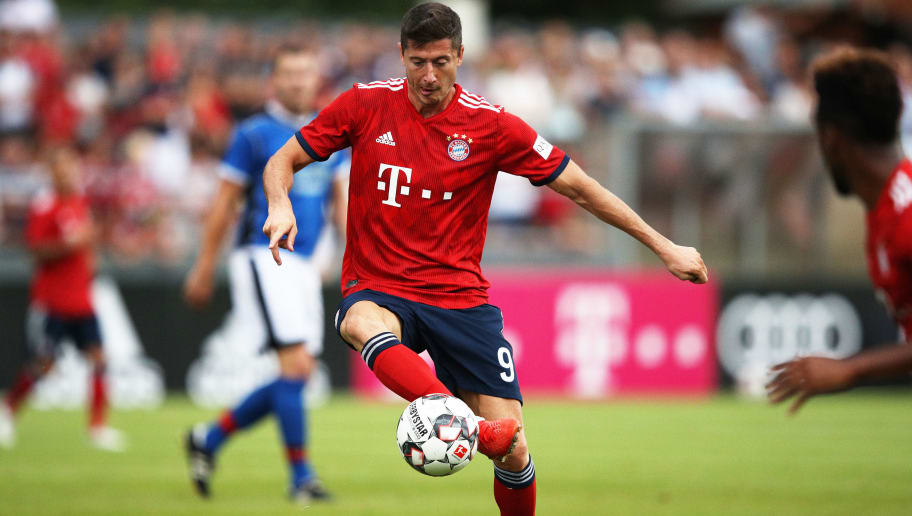 ROTTACH-EGERN, GERMANY - AUGUST 08:  Robert Lewandowski of Bayern Munich controls the ball during the Pre-Season Friendly match between SV Rottach-Egern and FC Bayern Muenchen on August 8, 2018 in Rottach-Egern, Germany.  (Photo by Adam Pretty/Bongarts/Getty Images)