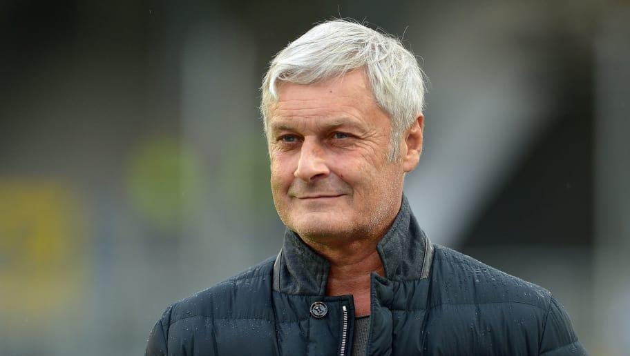 Nach Heftiger Kritik Veh Steht Weiter Hinter Köln Trainer Anfang
