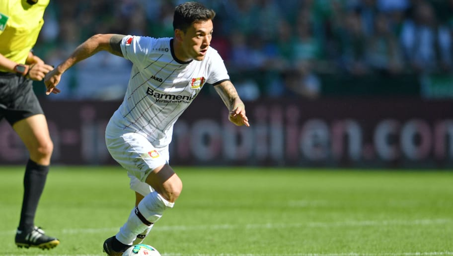 BREMEN, GERMANY - MAY 05: Charles Aranguiz of Leverkusen runs with the ball during the Bundesliga match between SV Werder Bremen and Bayer 04 Leverkusen at Weserstadion on May 5, 2018 in Bremen, Germany. (Photo by Thomas Starke/Bongarts/Getty Images)
