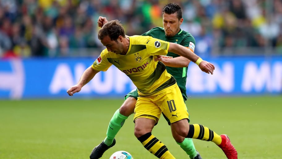 BREMEN, GERMANY - APRIL 29:  Zlatko Junuzovic (R) of Bremen and Mario Goetze of Dortmund battle for the ball during the Bundesliga match between SV Werder Bremen and Borussia Dortmund at Weserstadion on April 29, 2018 in Bremen, Germany.  (Photo by Martin Rose/Bongarts/Getty Images)