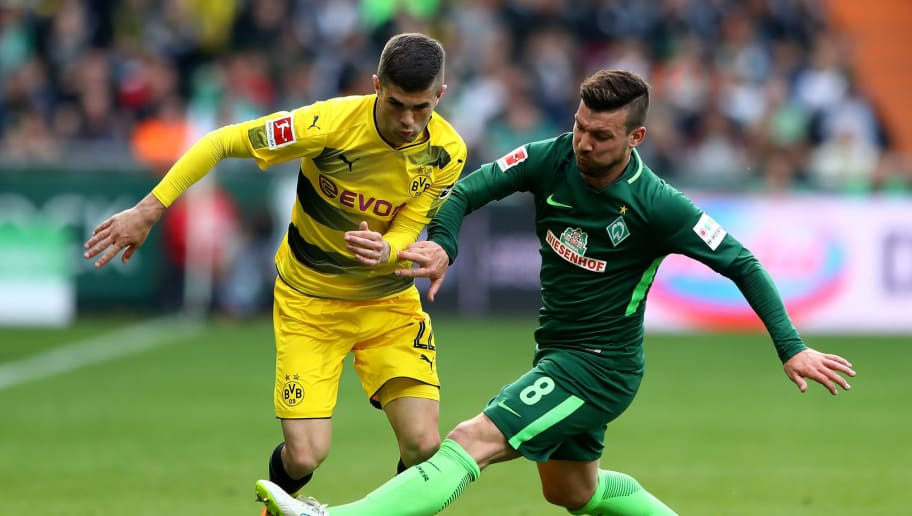 BREMEN, GERMANY - APRIL 29: Jerome Gondorf (R) of Bremen and Christian Pulisic of Dortmund battle for the ball during the Bundesliga match between SV Werder Bremen and Borussia Dortmund at Weserstadion on April 29, 2018 in Bremen, Germany.  (Photo by Martin Rose/Bongarts/Getty Images)