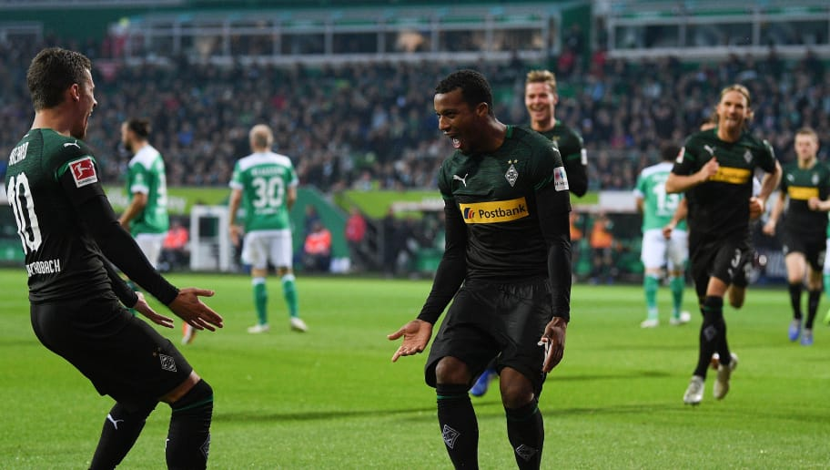 BREMEN, GERMANY - NOVEMBER 10: Alassane Plea (R) of  Borussia Moenchengladbach celebrates with after scoring their second goal during the Bundesliga match between SV Werder Bremen and Borussia Moenchengladbach at Weserstadion on November 10, 2018 in Bremen, Germany. (Photo by Oliver Hardt/Bongarts/Getty Images)