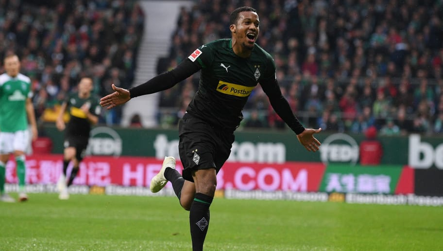 BREMEN, GERMANY - NOVEMBER 10: Alassane Plea of  Borussia Moenchengladbach celebrates with after scoring their first goal during the Bundesliga match between SV Werder Bremen and Borussia Moenchengladbach at Weserstadion on November 10, 2018 in Bremen, Germany. (Photo by Oliver Hardt/Bongarts/Getty Images)