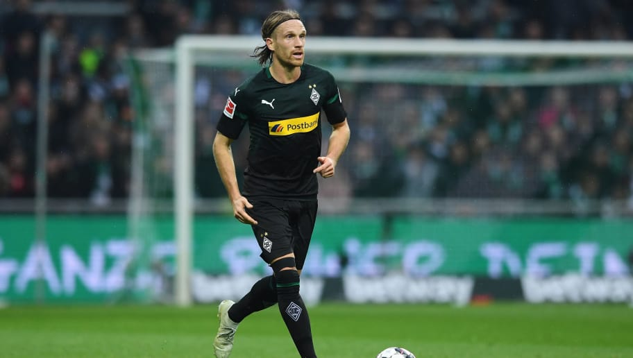 BREMEN, GERMANY - NOVEMBER 10: Michael Lang of  Borussia Moenchengladbach runs with the ball during the Bundesliga match between SV Werder Bremen and Borussia Moenchengladbach at Weserstadion on November 10, 2018 in Bremen, Germany. (Photo by Oliver Hardt/Bongarts/Getty Images)