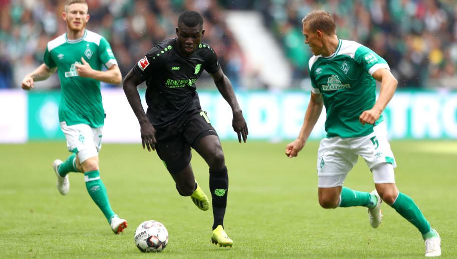 BREMEN, GERMANY - AUGUST 25: Ihlas Bebou of Hannover 96 and Ludwig Augustinsson of Werder Bremen battle for the ball during the Bundesliga match between SV Werder Bremen and Hannover 96 at Weserstadion on August 25, 2018 in Bremen, Germany.  (Photo by Martin Rose/Bongarts/Getty Images)