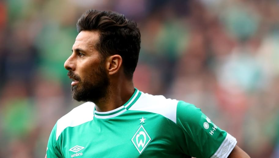 BREMEN, GERMANY - AUGUST 25:  Claudio Pizarro of Bremen reacts during the Bundesliga match between SV Werder Bremen and Hannover 96 at Weserstadion on August 25, 2018 in Bremen, Germany.  (Photo by Martin Rose/Bongarts/Getty Images)