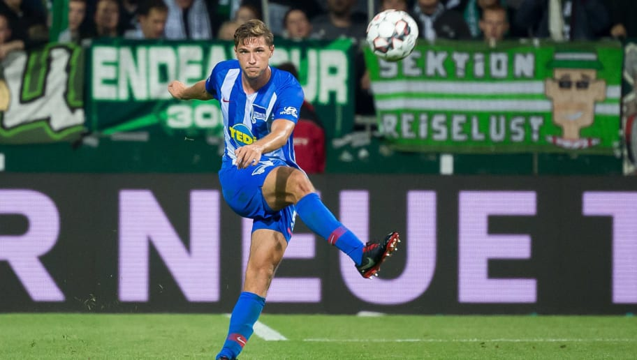 BREMEN, GERMANY - SEPTEMBER 25: Niklas Stark of Hertha BSC controls the ball during the Bundesliga match between SV Werder Bremen and Hertha BSC at Weserstadion on September 25, 2018 in Bremen, Germany. (Photo by TF-Images/Getty Images)