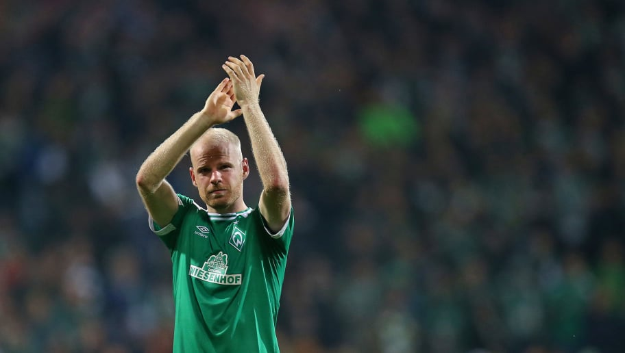 BREMEN, GERMANY - OCTOBER 05: Davy Klaassen of Bremen celebrates after winning the Bundesliga match between SV Werder Bremen and VfL Wolfsburg at Weserstadion on October 5, 2018 in Bremen, Germany. (Photo by Cathrin Mueller/Bongarts/Getty Images)