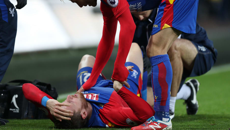 SWANSEA, WALES - NOVEMBER 26: Yohan Cabaye of Crystal Palace talks to injured Connor Wickham during the Premier League match between Swansea City and Crystal Palace at Liberty Stadium on November 26, 2016 in Swansea, Wales.  (Photo by Christopher Lee/Getty Images)