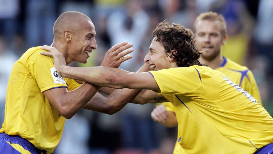 Sweden's forwards Henrik Larsson (L) and
