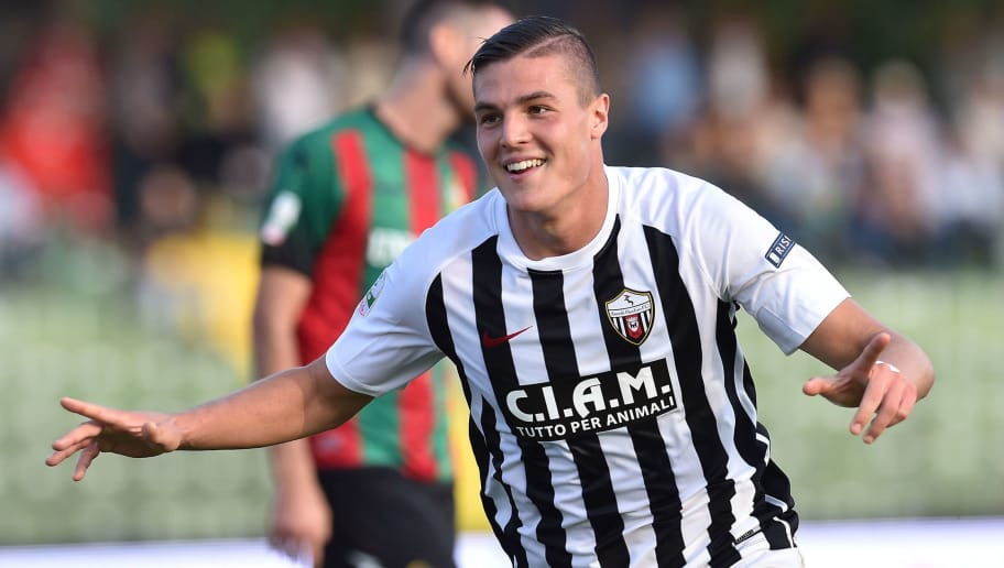 TERNI, ITALY - OCTOBER 21:  Andrea Favilli of Ascoli Picchio FC 1898 celebrates after scoring the opening goal during the Serie A match between Ternana Calcio and Ascoli Picchio at Stadio Libero Liberati on October 21, 2017 in Terni, Italy.  (Photo by Giuseppe Bellini/Getty Images)