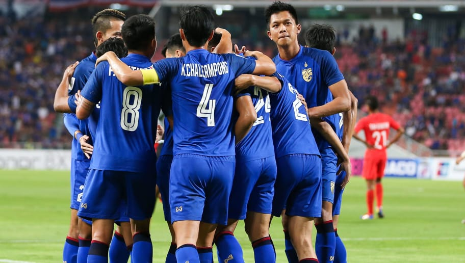 BANGKOK, THAILAND - NOVEMBER 25: Pansa Hemviboon #6 of Thailand (2nd R) celebrates scoring his side's goal with his team mates during the 2018 AFF Suzuki Cup Group B match between Thailand and Singapore at Rajamangala National Stadium on November 25, 2018 in Bangkok, Thailand. (Photo by Pakawich Damrongkiattisak/Getty Images)
