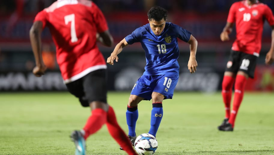 SUPHAN BURI, THAILAND - OCTOBER 14: Chanathip Songkrasin #18 of Thailand (2nd L) controls the ball under pressure of Trinidad and Tobago players during the international friendly match between Thailand and Trinidad and Tobago at Suphanburi Stadium on October 14, 2018 in Suphan Buri, Thailand. (Photo by Pakawich Damrongkiattisak/Getty Images)