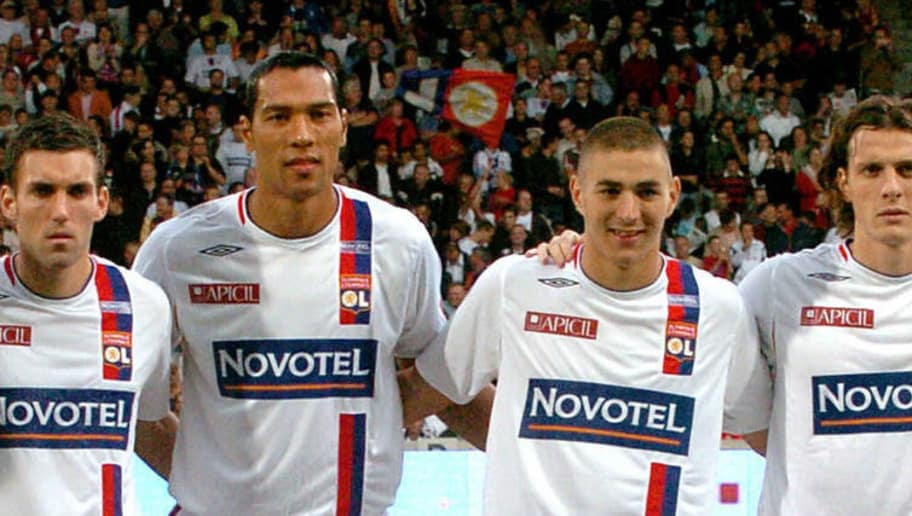 Lyon, FRANCE:  The team of Lyon pose 12 August 2006 at the Gerland stadium in Lyon before their French L1 football match, Lyon Toulouse.    Up from left to right: Mahamadou Diara, Atem Ben Arfa, Anthony Reveillere, John Carew, Karim Benzema, Sebastien Squillaci, Claudio Cacapa. Down from left to right: Gregory Coupet, Jeremy Berthod , Kim Kollstrom, Jeremy Toulalan.   AFP PHOTO JEAN PIERRE CLATOT  (Photo credit should read JEAN-PIERRE CLATOT/AFP/Getty Images)