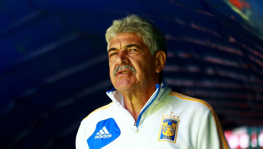 TOLUCA, MEXICO - APRIL 08: Ricardo Ferretti, Head Coach of Tigres enters the field during the 14th round match between Toluca and Tigres UANL as part of the Torneo Clausura 2018 at Nemesio Diez Stadium on April 8, 2018 in Toluca, Mexico. (Photo by Hector Vivas/Getty Images)