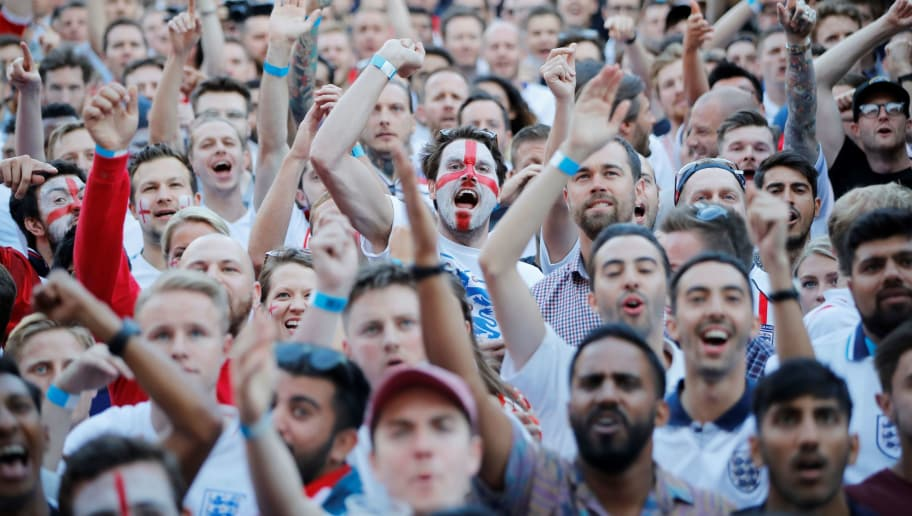 TOPSHOT - England fans react as they watch the Russia 2018 World Cup round of 16 football match between Colombia and England on a big screen in London on July 3, 2018. (Photo by Tolga AKMEN / AFP)        (Photo credit should read TOLGA AKMEN/AFP/Getty Images)