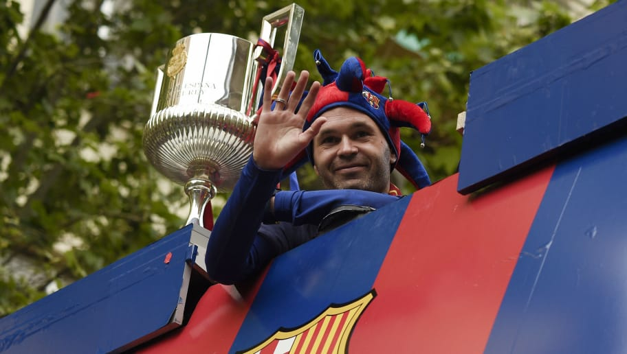 TOPSHOT - Barcelona's Spanish midfielder Andres Iniesta waves from an open-top bus as the team parades to celebrate their 25th La Liga title in Barcelona on April 30, 2018. - Barcelona won their 25th La Liga title after a 4-2 win against Deportivo La Coruna. (Photo by LLUIS GENE / AFP)        (Photo credit should read LLUIS GENE/AFP/Getty Images)