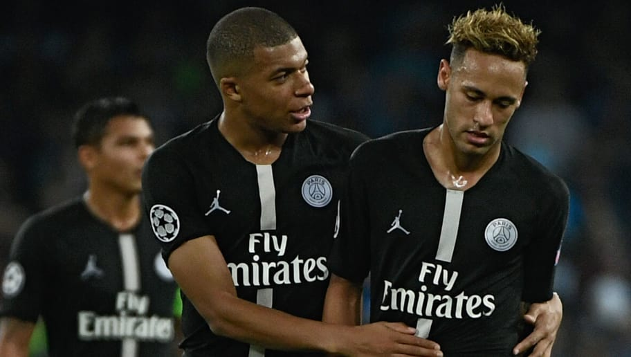 TOPSHOT - Paris Saint-Germain's French forward Kylian Mbappe (C) speaks to Paris Saint-Germain's Brazilian forward Neymar during the European Champions League football match Napoli vs Paris Saint-Germain (PSG) on November 6, 2018 at San Paolo stadium in Naples. (Photo by Filippo MONTEFORTE / AFP)        (Photo credit should read FILIPPO MONTEFORTE/AFP/Getty Images)