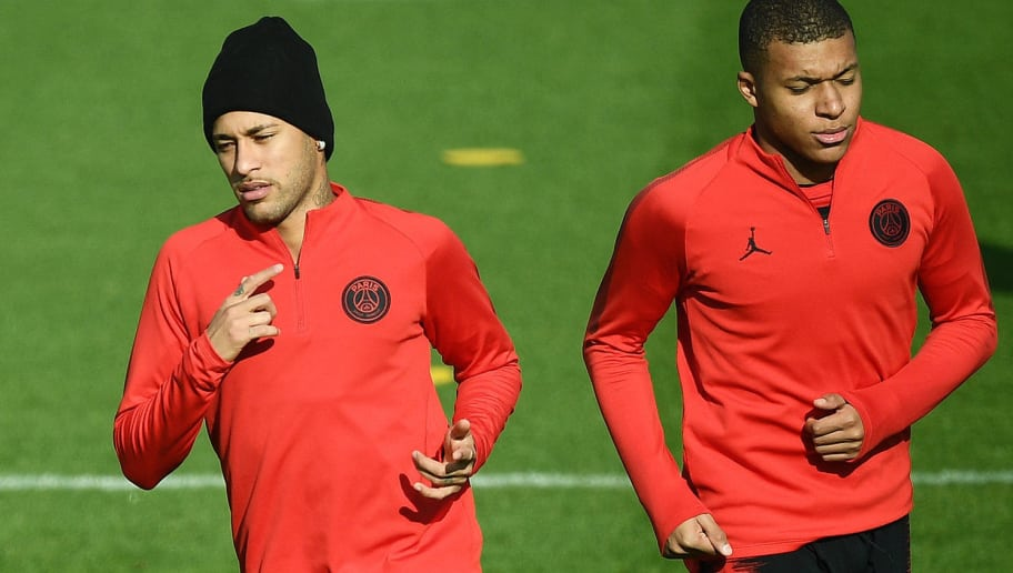 TOPSHOT - Paris Saint-Germain's Brazilian forward Neymar (L) and Paris Saint-Germain's French forward Kylian MBappe (R) take part in a training session in Saint-Germain-en-Laye, western Paris on November 5, 2018, on the eve of the team's Champions' League football match against Napoli. (Photo by FRANCK FIFE / AFP)        (Photo credit should read FRANCK FIFE/AFP/Getty Images)