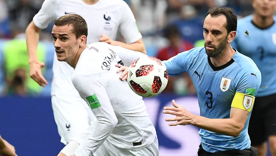 TOPSHOT - France's forward Antoine Griezmann (L) vies with Uruguay's defender Diego Godin during the Russia 2018 World Cup quarter-final football match between Uruguay and France at the Nizhny Novgorod Stadium in Nizhny Novgorod on July 6, 2018. (Photo by FRANCK FIFE / AFP) / RESTRICTED TO EDITORIAL USE - NO MOBILE PUSH ALERTS/DOWNLOADS        (Photo credit should read FRANCK FIFE/AFP/Getty Images)
