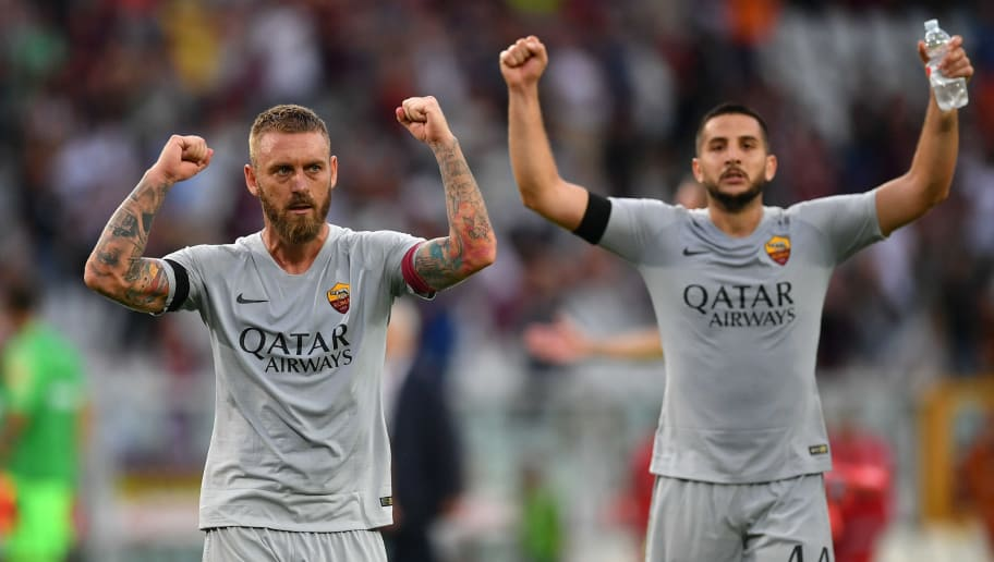 TURIN, ITALY - AUGUST 19: Daniele De Rossi of AS Roma celebrates victory at the end of the Serie A match between Torino FC and AS Roma at Stadio Olimpico di Torino on August 19, 2018 in Turin, Italy.  (Photo by Valerio Pennicino/Getty Images)