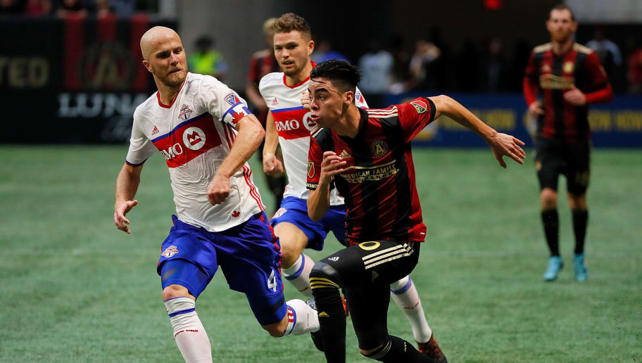 ATLANTA, GA - OCTOBER 22:  Miguel Almiron #10 of Atlanta United pushes the ball against Michael Bradley #4 of Toronto FC at Mercedes-Benz Stadium on October 22, 2017 in Atlanta, Georgia.  (Photo by Kevin C. Cox/Getty Images)