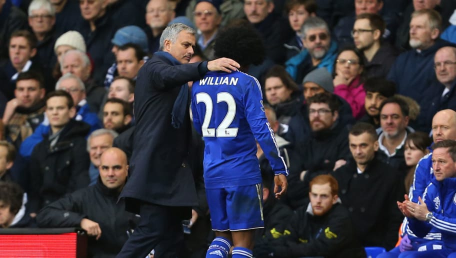LONDON, ENGLAND - NOVEMBER 29:  Jose Mourinho Manager of Chelsea hugs Willian of Chelsea as he comes off during the Barclays Premier League match between Tottenham Hotspur and Chelsea at White Hart Lane on November 29, 2015 in London, England.  (Photo by Catherine Ivill - AMA/Getty Images)