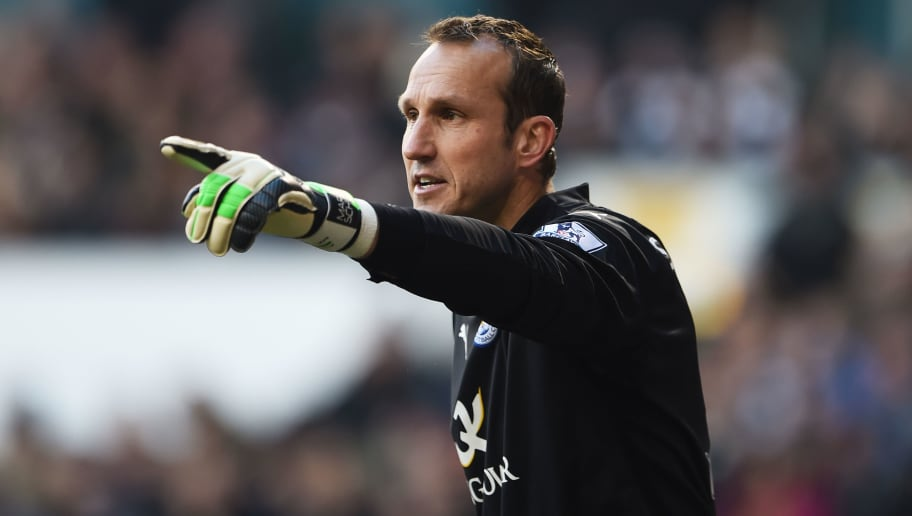 LONDON, ENGLAND - JANUARY 24:  Goalkeeper Mark Schwarzer of Leicester City in action during the FA Cup Fourth Round match between Tottenham Hotspur and Leicester City at White Hart Lane on January 24, 2015 in London, England.  (Photo by Michael Regan/Getty Images)