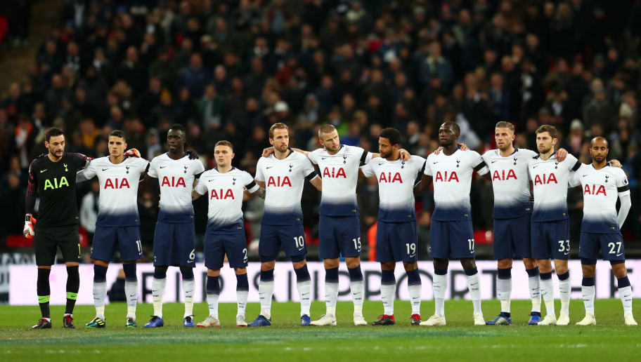 LONDON, ENGLAND - OCTOBER 29:  Tottenham Hotspur players take part in a minute of silence for Remembrance Day prior to the Premier League match between Tottenham Hotspur and Manchester City at Tottenham Hotspur Stadium on October 29, 2018 in London, United Kingdom.  (Photo by Clive Rose/Getty Images)