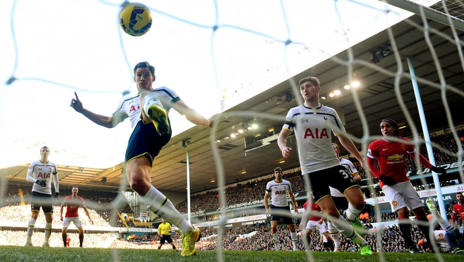 LONDON, ENGLAND - DECEMBER 28:  Jan Vertonghen of Spurs stretches as ball crosses the Tottenham goal line, but is ruled out for offside during the Barclays Premier League match between Tottenham Hotspur and Manchester United at White Hart Lane on December 28, 2014 in London, England.  (Photo by Michael Regan/Getty Images)