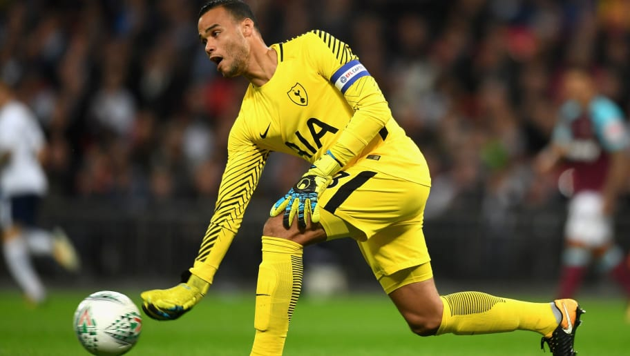Tottenham Hotspur Re-sign Michael Vorm to Cover for the Injured Hugo Lloris