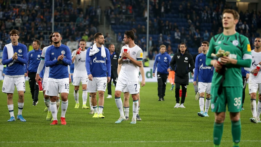 Die Schalker Mannschaft dankt den mitgereisten Fans