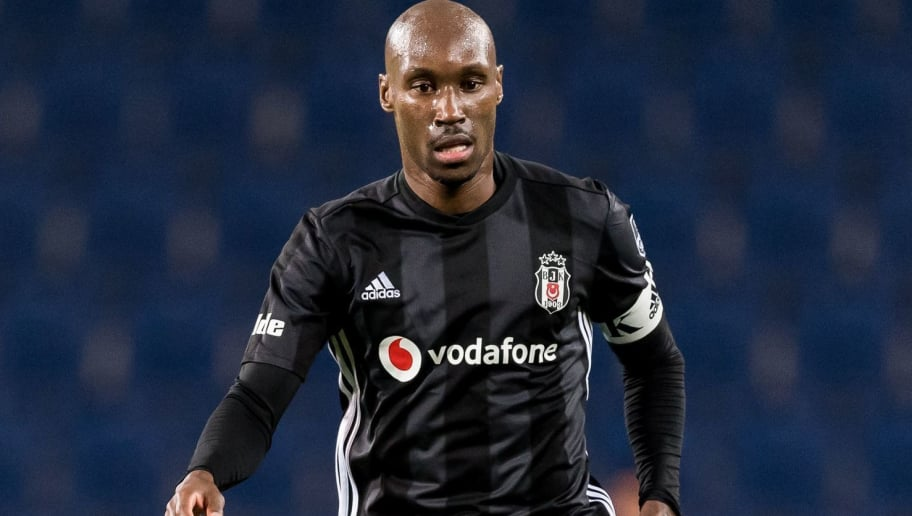 Atiba Hutchinson of Besiktas JK during the Turkish Spor Toto Super Lig match between Medipol Basaksehir FK and Besiktas AS at the Recep Fatih Terim stadium on November 03, 2018 in Istanbul, Turkey(Photo by VI Images via Getty Images)