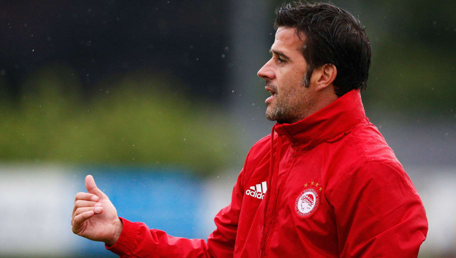 DRENTHE, NETHERLANDS - JULY 29:  Head Coach /  Manager of Olympiacos, Marco Silva gives his players instructions from the sidelines during the pre season friendly match between FC Twente and Olympiacos Piraeus held at Sportpark Veenoord on July 29, 2015 in New Amsterdam and Veenoord, Netherlands.  (Photo by Dean Mouhtaropoulos/Getty Images)