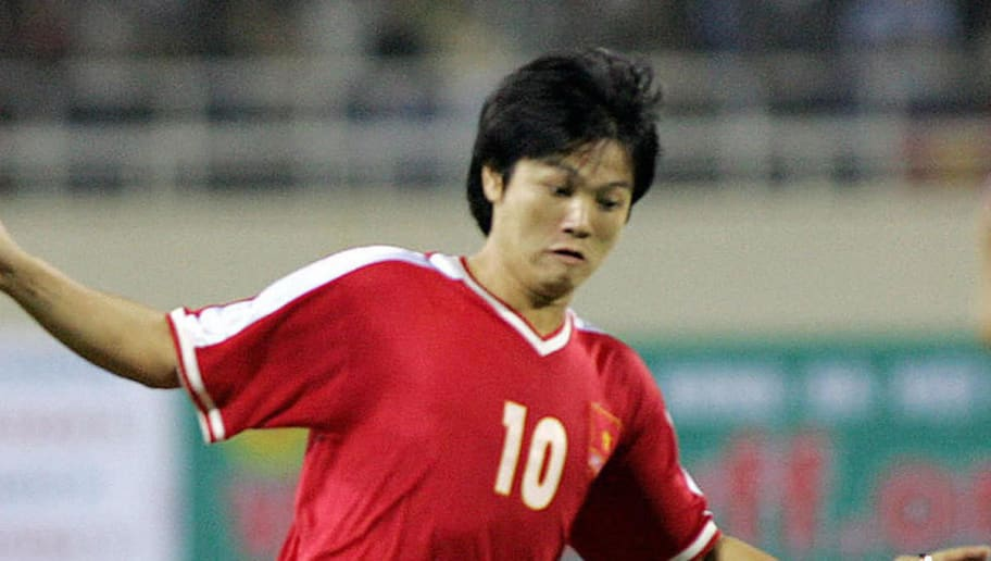 HANOI, VIET NAM:  U-23 Vietnam's striker Pham Van Quyen leads an attack during a football match of the Agribank Cup, 30 October 2005 in Hanoi.  Police have arrested Van Quyen and Quoc Vuang, 21 December, for alleged match-fixing during the South Southeast Asian Games in the Philippines earlier this month, state media reported.               AFP PHOTO/HOANG DINH Nam  (Photo credit should read HOANG DINH NAM/AFP/Getty Images)