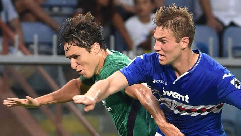 GENOA, GE - SEPTEMBER 19:  Federico Chiesa of Fiorentina opposed to Joachim Andersen of Sampdoria during the serie A match between UC Sampdoria and ACF Fiorentina at Stadio Luigi Ferraris on September 19, 2018 in Genoa, Italy.  (Photo by Paolo Rattini/Getty Images)
