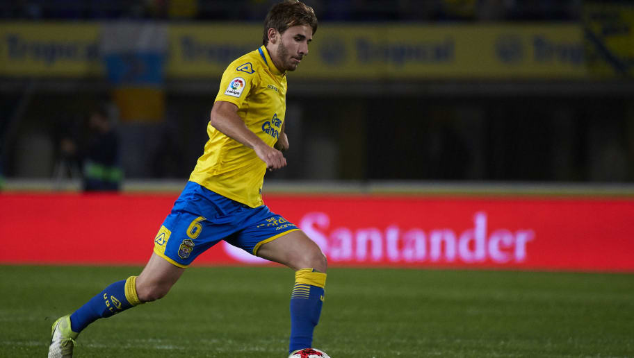 LAS PALMAS, SPAIN - JANUARY 03:  Sergi Samper of Las Palmas runs with the ball during the Copa del Rey, Round of 16, first Leg match between UD Las Palmas and Valencia CF at Estadio Gran Canaria on January 3, 2018 in Las Palmas, Spain.  (Photo by fotopress/Getty Images)
