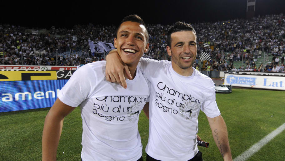 Udinese's forward Alexis Sanchez (L) and