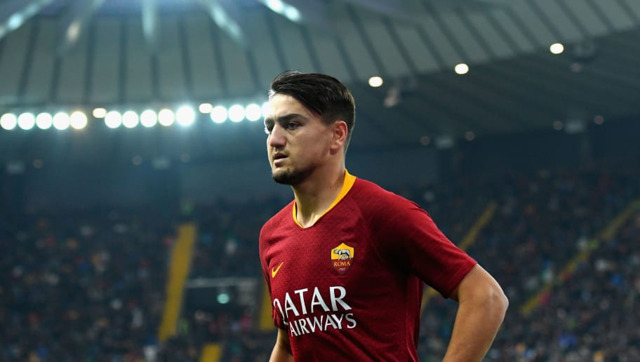UDINE, ITALY - NOVEMBER 24: Cengiz Under of AS Roma looks on during the Serie A match between Udinese and AS Roma at Stadio Friuli on November 24, 2018 in Udine, Italy.  (Photo by Alessandro Sabattini/Getty Images)