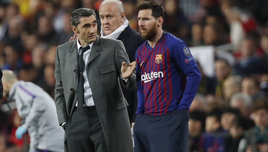 Ernesto Valverde reacts to Messi's Standing ovation from Betis Fans