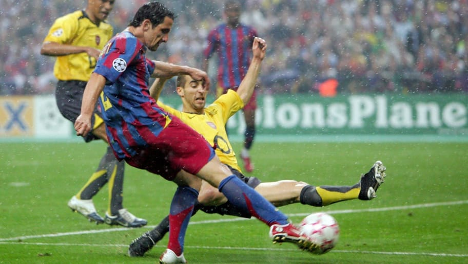 PARIS - MAY 17:  Juliano Belletti (L) of Barcelona scores their second goal during the UEFA Champions League Final between Arsenal and Barcelona at the Stade de France on May 17, 2006 in Paris, France.  (Photo by Laurence Griffiths/Getty Images)