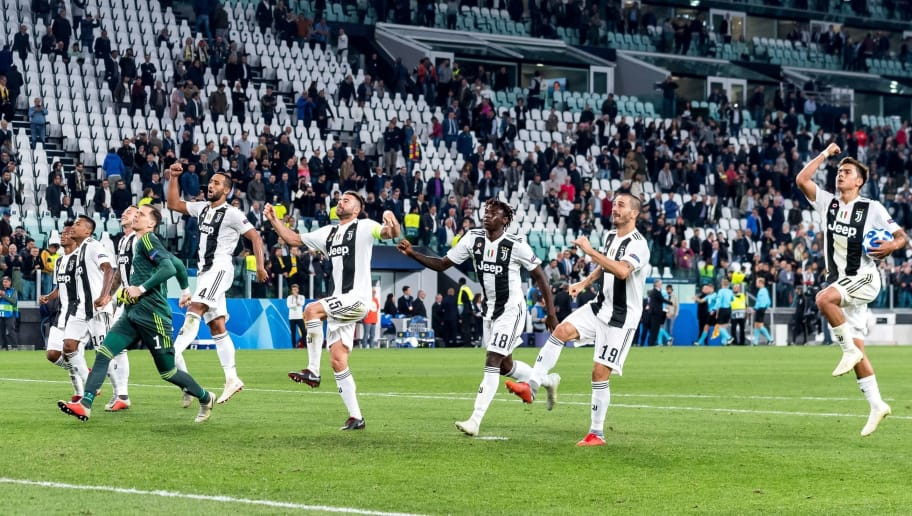 (L-R) Alex Sandro Lobo Silva of Juventus FC, goalkeeper Wojciech Szczesny of Juventus FC, Mehdi Benatia of Juventus FC, Andrea Barzagli of Juventus FC, Moise Kean of Juventus FC, Leonardo Bonucci of Juventus FC, Paulo Dybala of Juventus FC during the UEFA Champions League group H match between Juventus FC and Young Boys at the Allianz Arena on October 02, 2018 in Turin, Italy(Photo by VI Images via Getty Images)