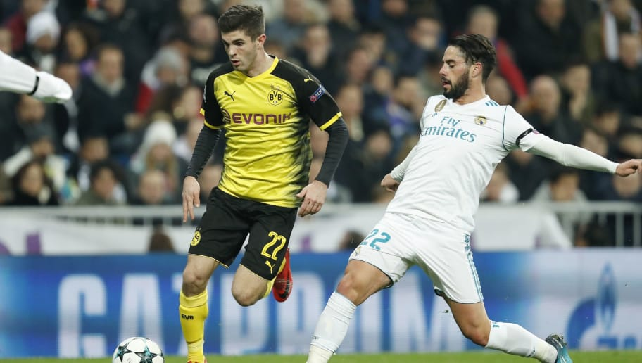 (L-R) Christian Pulisic of Borussia Dortmund, Isco of Real Madrid during the UEFA Champions League group H match between Real Madrid and Borussia Dortmund on December 06, 2017 at the Santiago Bernabeu stadium in Madrid, Spain.(Photo by VI Images via Getty Images)