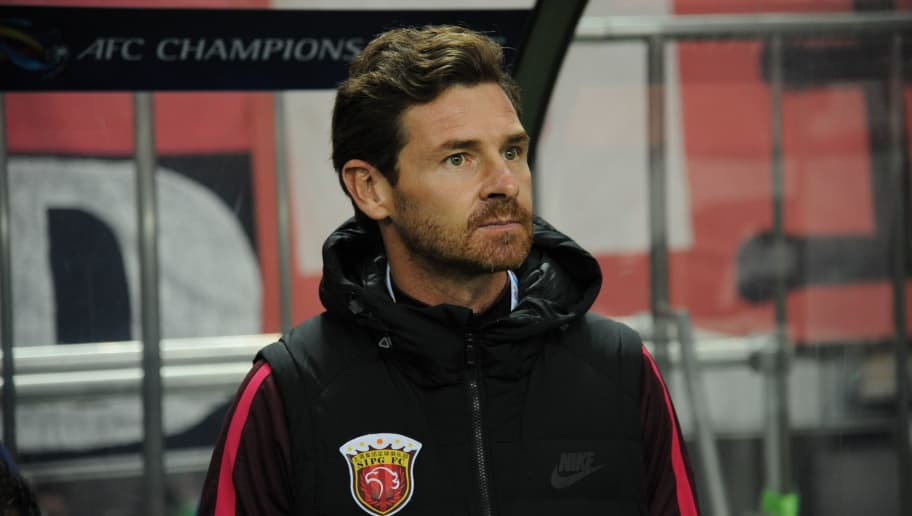 SAITAMA, JAPAN - OCTOBER 18:  Andre Villas-Boas ,coach of Shanghai SIPG looks on prior to the AFC Champions League semi final second leg match between Urawa Red Diamonds and Shanghai SIPG at Saitama Stadium on October 18, 2017 in Saitama, Japan.  (Photo by Hiroki Watanabe/Getty Images)