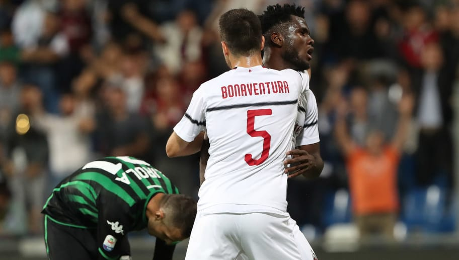 REGGIO NELL'EMILIA, ITALY - SEPTEMBER 30:  Franck Kessie (back) of AC Milan celebrates with his team-mate Giacomo Bonaventura after scoring the opening goal during the Serie A match between US Sassuolo and AC Milan at Mapei Stadium - Citta' del Tricolore on September 30, 2018 in Reggio nell'Emilia, Italy.  (Photo by Marco Luzzani/Getty Images)
