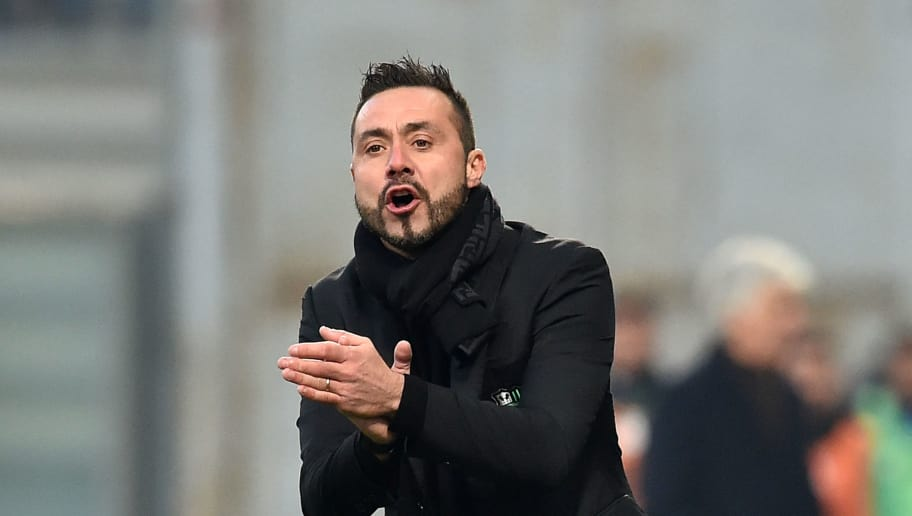 REGGIO NELL'EMILIA, ITALY - DECEMBER 29:  Roberto De Zerbi head coach of US Sassuolo during the Serie A match between US Sassuolo and Atalanta BC at Mapei Stadium - Citta' del Tricolore on December 29, 2018 in Reggio nell'Emilia, Italy.  (Photo by Giuseppe Bellini/Getty Images)