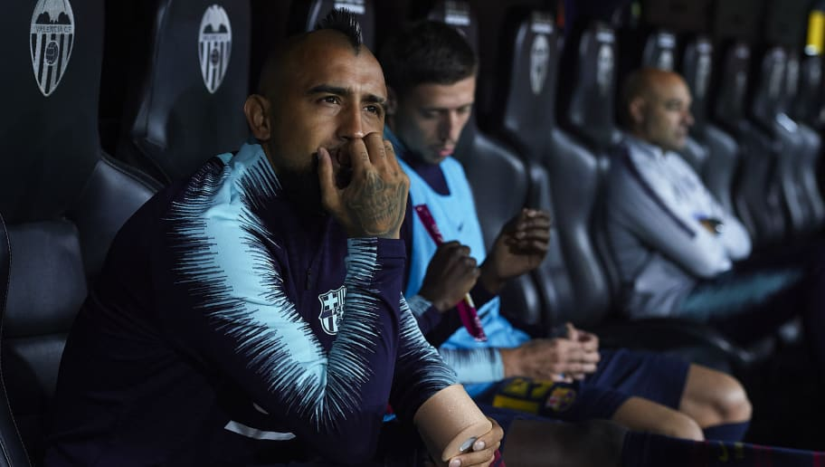 VALENCIA, SPAIN - OCTOBER 07:  Arturo Vidal of Barcelona sits on the bench  prior to the the La Liga match between Valencia CF and FC Barcelona at Estadio Mestalla on October 7, 2018 in Valencia, Spain.  (Photo by Manuel Queimadelos Alonso/Getty Images)