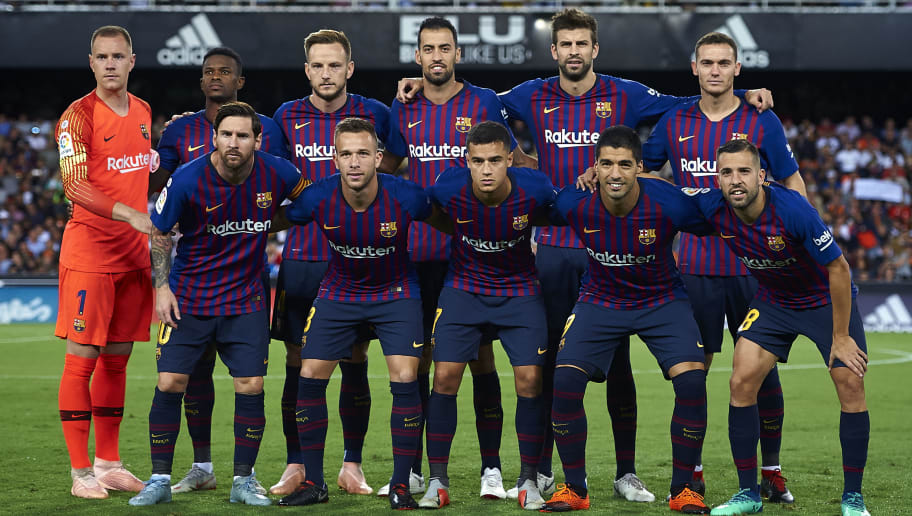 VALENCIA, SPAIN - OCTOBER 07:  FC Barcelona team line up prior the La Liga match between Valencia CF and FC Barcelona at Estadio Mestalla on October 7, 2018 in Valencia, Spain.  (Photo by Quality Sport Images/Getty Images)